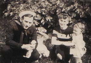 Patsy Kinsey as a young girl with her parents and sister